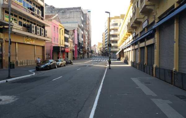 rua 25 de Março a tarde com as lojas fechadas