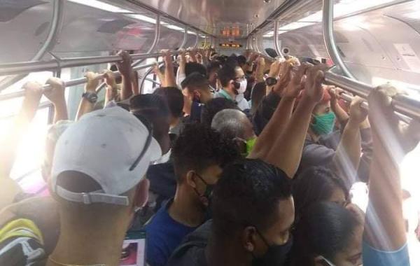 Trem da Linha 12-Safira no começo da tarde de sábado, 20 de junho. Foto: Gil Freitas/Reprodução Twitter